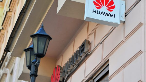 Folding smart phone launch delayed by Huawei